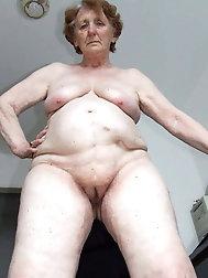 Granny nackt old Ooh Fatties