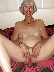 Experienced GILF gets their hole fucked